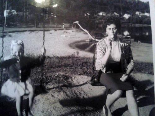Mona Bergström med sina mamma på Dyket